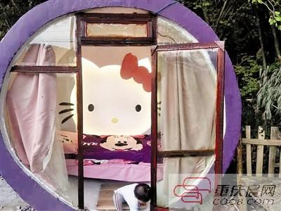 不想女儿成为留守儿童 他为女儿建Hello Kitty小屋