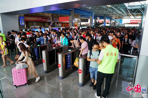 据了解,大理至桂林,北海,南宁,广州方向车票紧俏,出行需提前购买车票