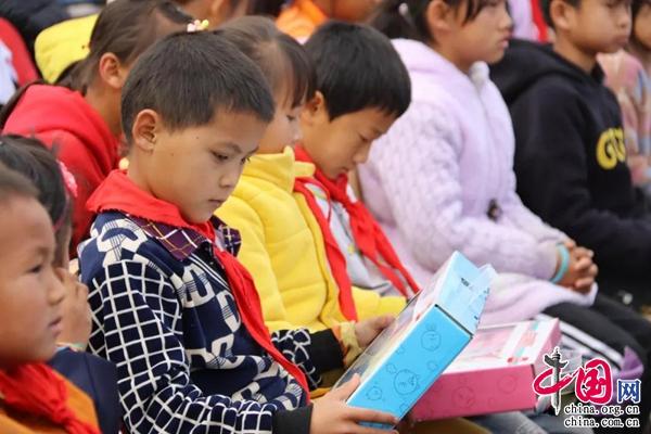 振太镇塘坊爱心300小学小学收到学生大礼包余名育才江北区图片