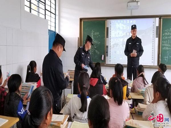"""云南普洱市边境管理支队民警奋战一线为全国""""两会""""保驾护航"""