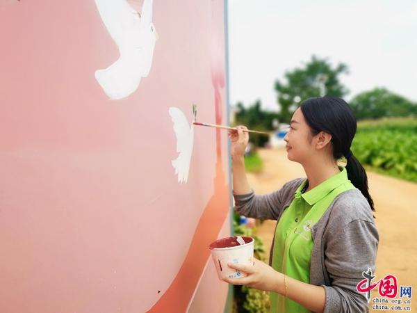 曲靖师范学院美术学院赴会泽县开展墙绘活动