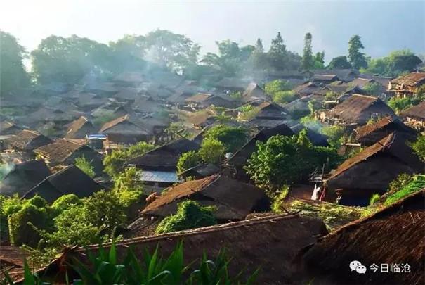 清华大学美术学院的中国著名画家组成采风创作团,先后到耿马县,双江县