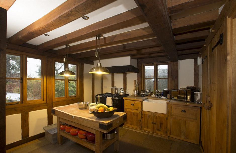 英夫妇自学木匠手工 建造伊莉莎白式精美阁楼