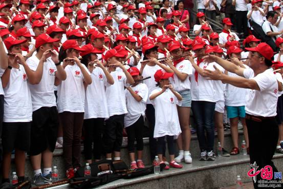 千人千笛吹响胜利之歌抗战纪念胜利70周年玻璃人教版新型小学教学设计图片