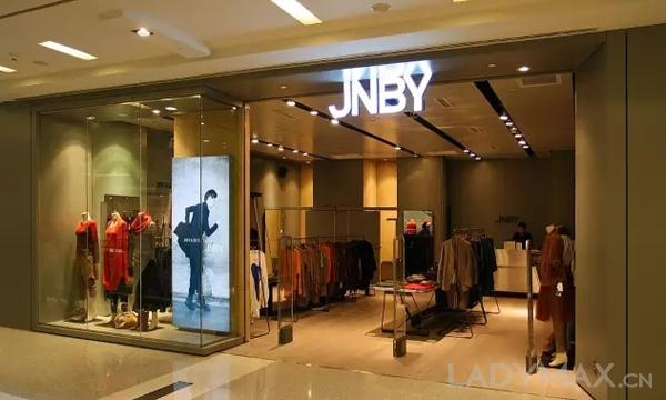 江南布衣集团在中国设计师品牌时装行业占最大的市场份额,图为旗下