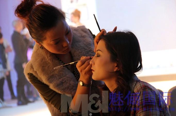 成都化妆学校化妆师就业趋势分析