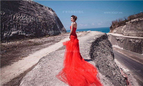 海外婚礼巴厘岛婚纱摄影大片欣赏—无边泳池,悬崖海景