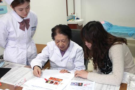 高手记者在济南胃肠病美女体验无痛医院检查碟美女胃镜打图片