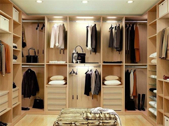衣橱整理师是通过对客户色彩,风格诊断,进而针对性的为顾客上门整理衣橱,然后再陪同客户购买适合他们的衣物的专业性指导顾问,衣橱整理师会根据顾客的需求从造型色彩搭配角度出发,打造出适合环境的着装  那作为一个衣橱整理师必须要具备哪些技能呢? 一,衣橱整理师必须具备识别人的能力,必须清晰的根据顾客的肤色、发色、瞳孔色判断出他应该穿什么颜色?