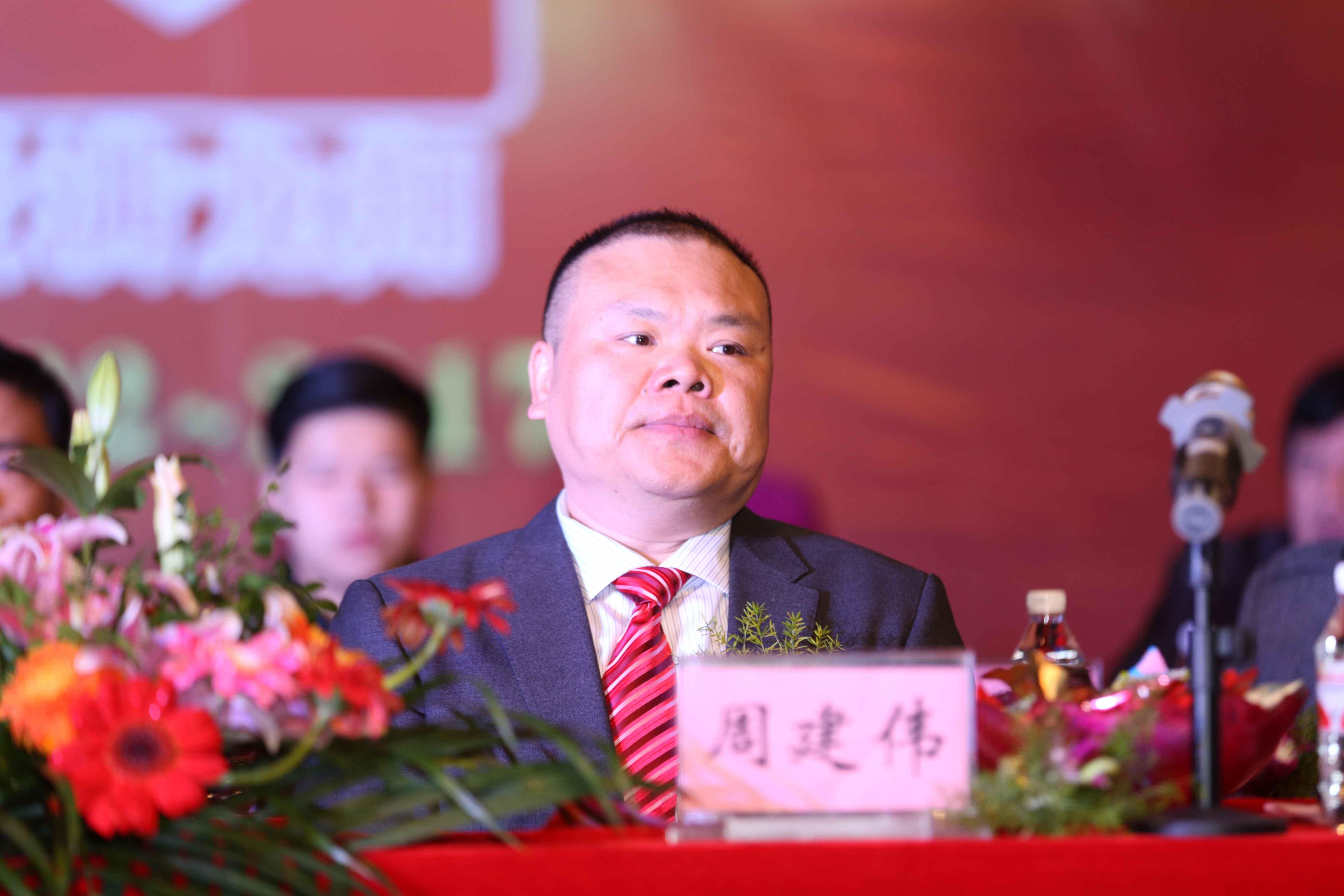 南宁龙翔教育集团周建伟:用爱铸就龙翔教育