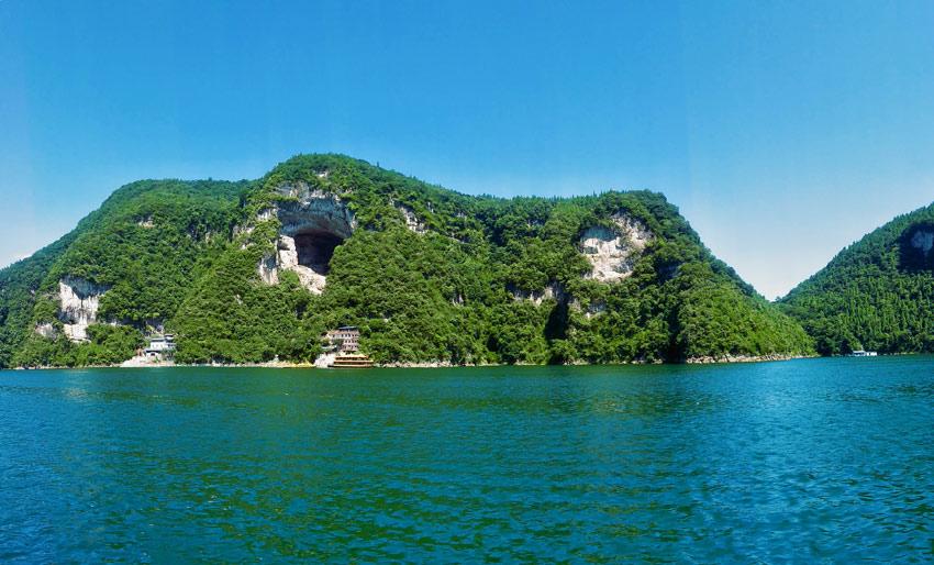 >> 目的地景区   倒影峡是进入清江画廊风景区的第一个主要景点,位于