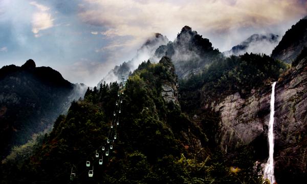 庐山风景区内有16大自然奇观,474处景点,已命名的山峰有171座.