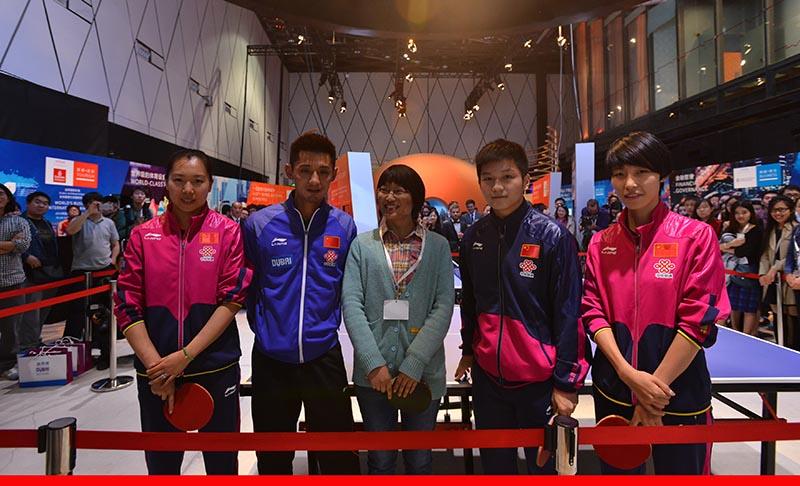 中国国家乒乓球队现身迪拜周体育之夜斗牛士辣条图片图片