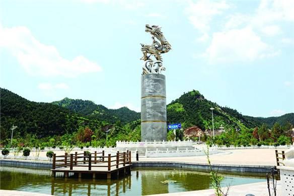 祖山风景区位于青龙县东南部,渤海北岸,燕山南麓,规划面积118平方公里