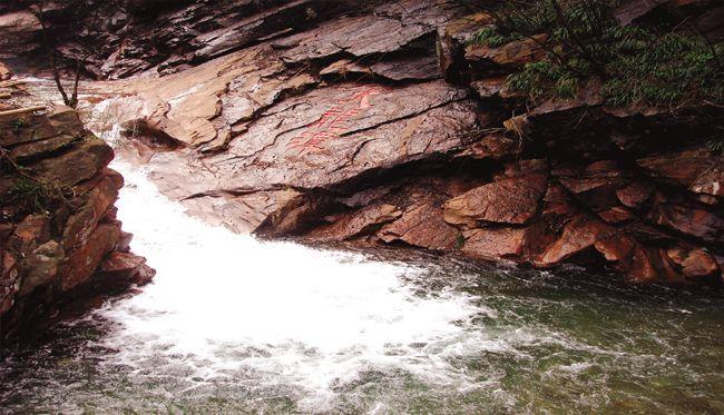 红石谷风景区由三大旅游板块构成:红石谷国家地质公园,响洪甸水库