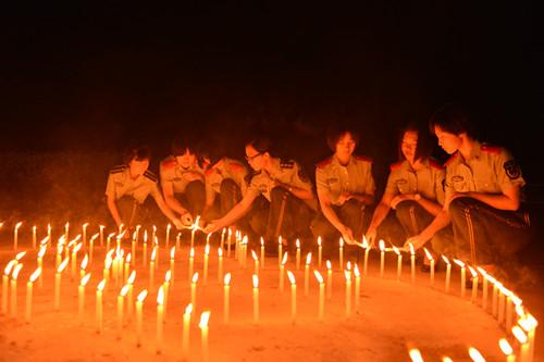"""云南西双版纳边防支队官兵开展悼念""""5.12""""点烛蜡烛祈福活动"""